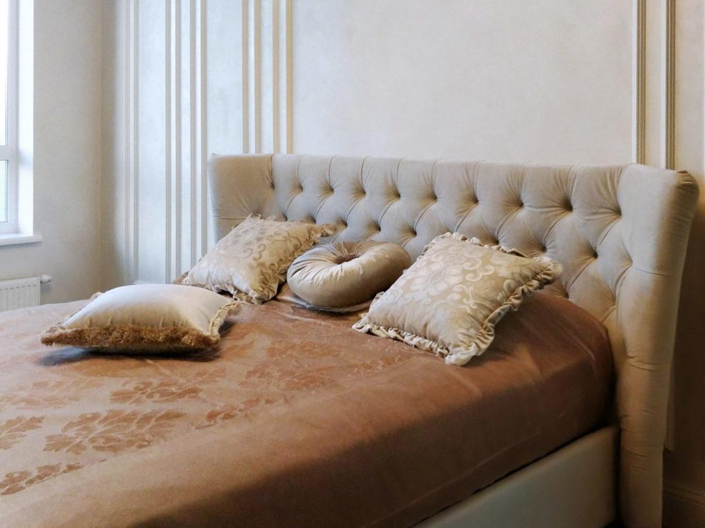 Интерьер спальни в светлых тонах