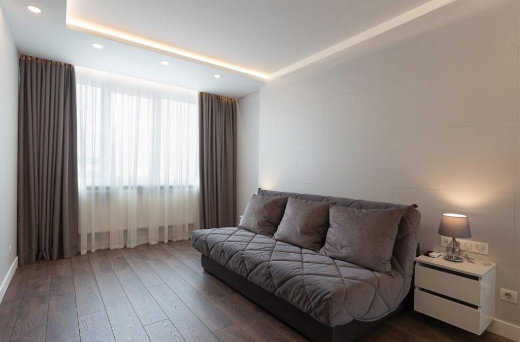 Обои или покраска стен: гостевая спальня
