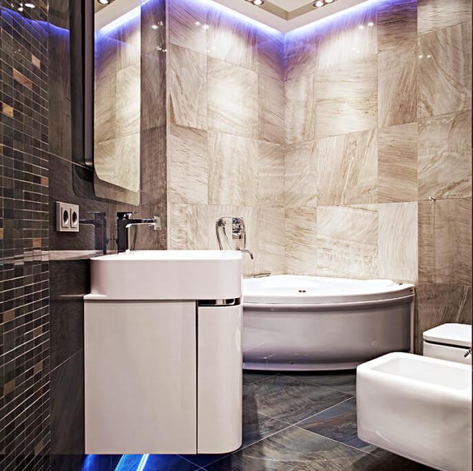 Маленькая ванная комната с подвесной раковиной