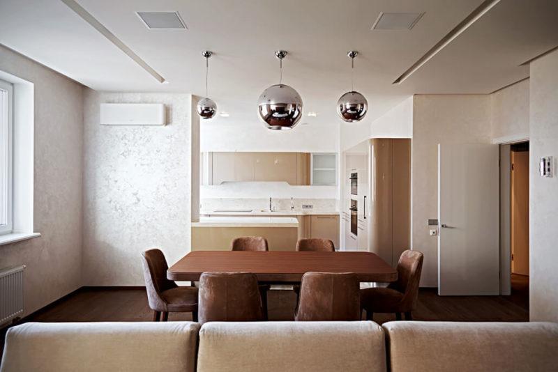 Дизайн квартиры с яркими акцентами коричневого - современный стиль