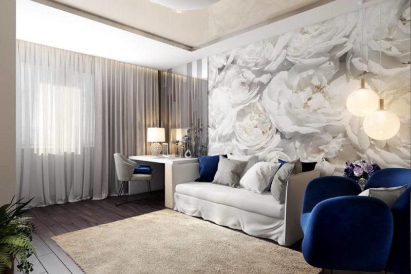 Стильный интерьер гостиной комнаты: акцентная стена с цветочным рисунком