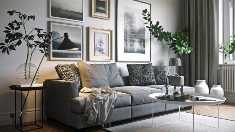 Стильный интерьер гостиной комнаты с картинами на стене