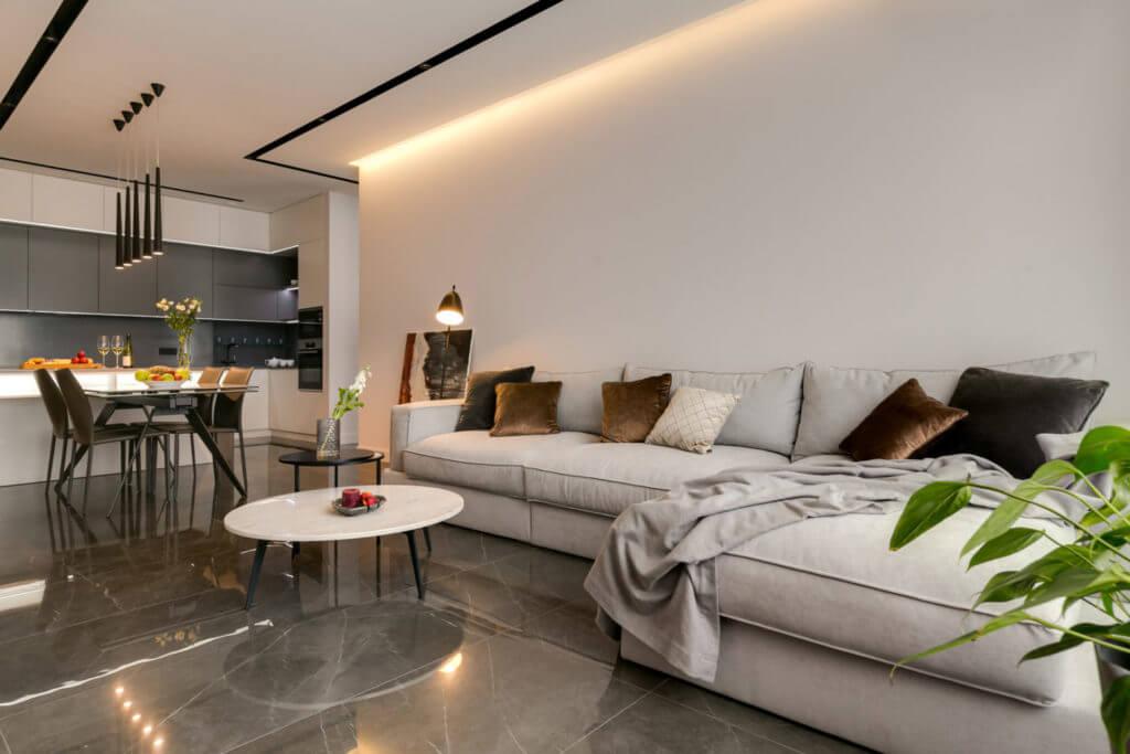 Дизайн квартиры в светлых тонах: просторная студия