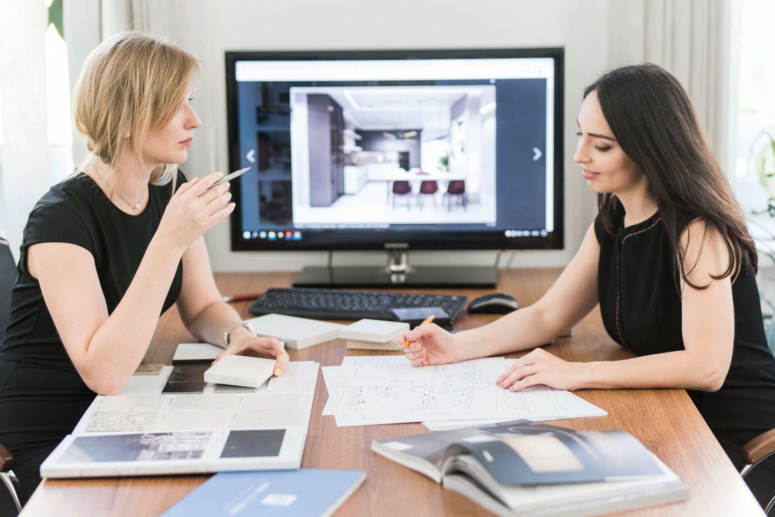 Как выбрать дизайнера интерьера: встреча с клиентом в студии