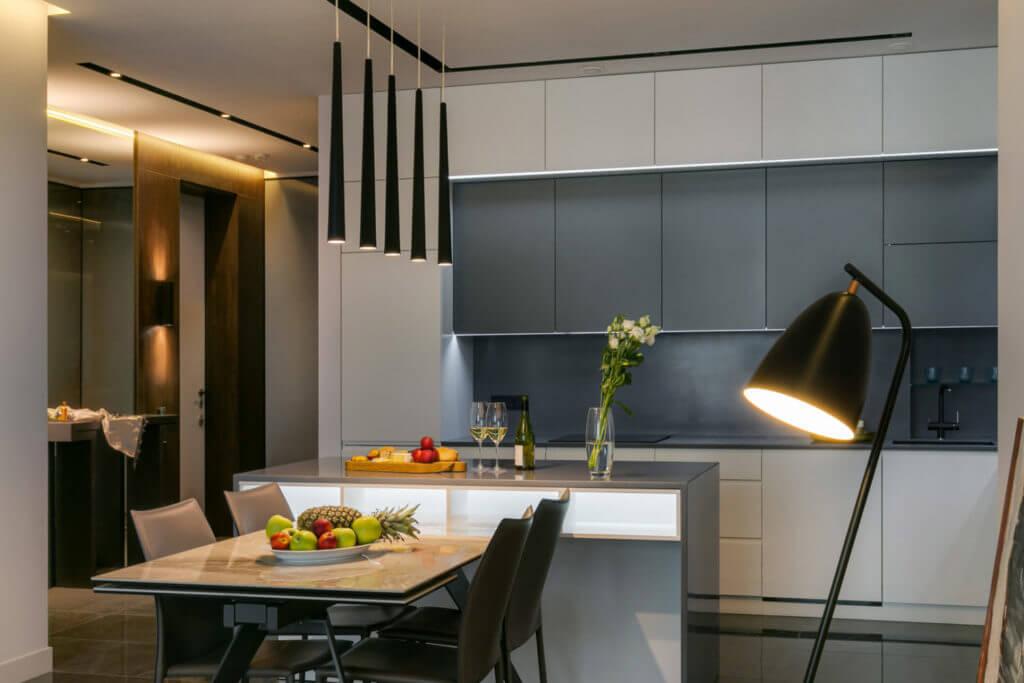 Дизайн квартиры с грамотно подобранными светильниками